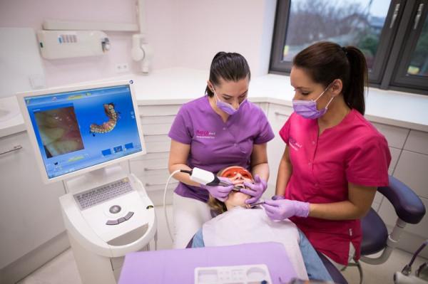 Zdrowy i pełny uśmiech najczęściej jest doceniany, gdy utracimy ząb.