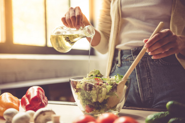 Jedną z zasad zdrowego żywienia jest ograniczanie spożycia  tłuszczów zwierzęcych na rzecz tłuszczów roślinnych, które w przeciwieństwie do tych pierwszych korzystnie wpływają na funkcjonowanie organizmu.