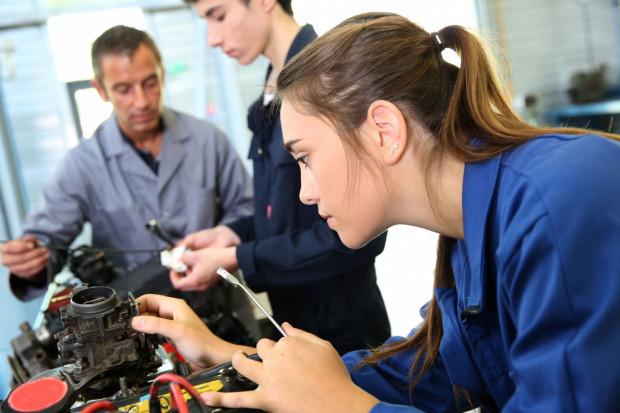 Wielu z nich w poszukiwaniu najlepszego rozwiązania kieruje się nie tylko zainteresowaniami, ale też perspektywami na zdobycie pracy.