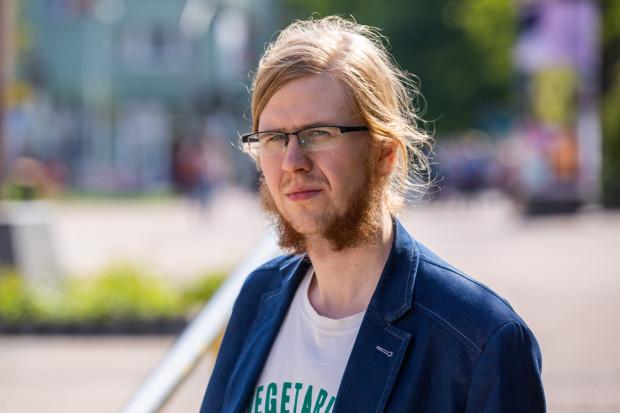 Cyprian Kraszewski pracę na stanowisku gońca w Uniwersyteckim Centrum Klinicznym rozpoczął 6 lutego br.