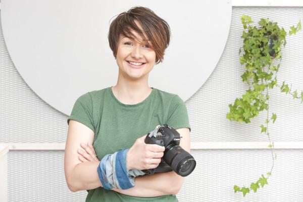 Mika Szymkowiak od sześciu lat jest fotografem. Jej pasja i atmosfera, którą tworzy na sesji, dają wspaniałe efekty w postaci naturalnych i pełnych emocji zdjęć.