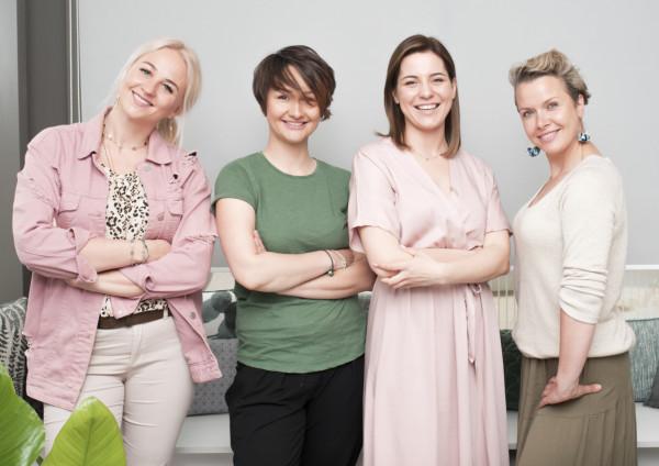 Założenie firmy po urodzeniu dziecka to wynik połączenia odwagi, kreatywności i optymizmu. Po czasie, kiedy emocje opadną okazuje się, że także trochę szaleństwa. Od lewej: Sylwia Ziemann, Mika Szymkowiak, Marta Maniszewska, Natalia Wodyńska-Stosik