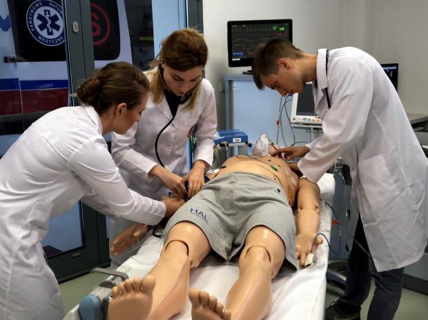 Studenci mają do dyspozycji nowoczesne Centrum Symulacji Medycznej.
