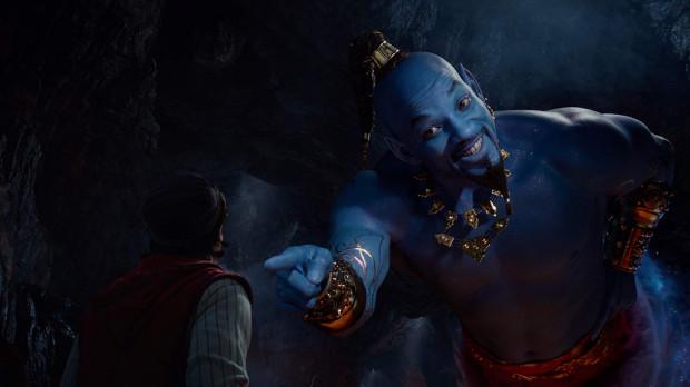 Uliczny złodziejaszek Aladyn (Mena Massoud) znajduje magiczną lampę, w której uwięziony jest Dżin (Will Smith). Dzięki pomocy wszechmogącego przyjaciela tytułowy bohater próbuje powalczyć o względy uroczej księżniczki Dżasminy (Naomi Scott). Nie tylko jednak Aladyn ma ochotę czerpać z możliwości znalezionego artefaktu.