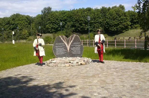 Pomnik poświęcony hrabiemu de Plélo i francuskim żołnierzom, którzy zginęli w bitwie 27 maja 1734 roku przy Twierdzy Wisłoujście.