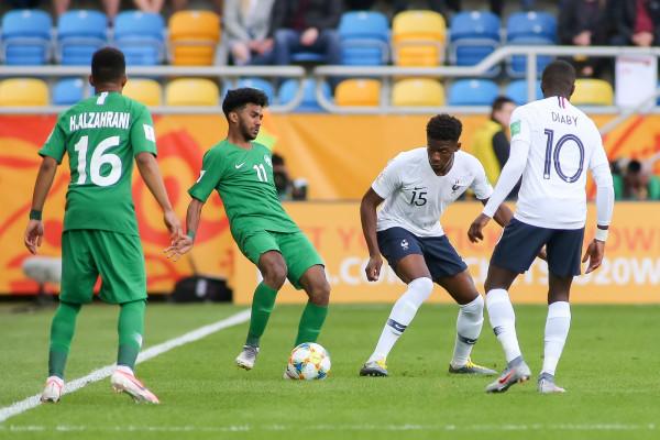Grająca w przewadze niemalże przez cały mecz reprezentacja Francji U-20 pewnie pokonała Arabię Saudyjską U-20 2:0.