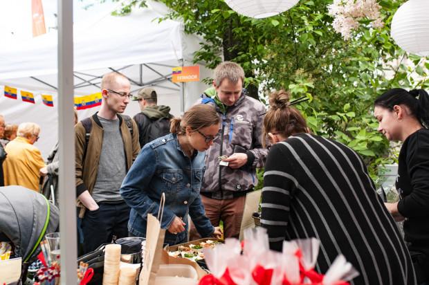 Podróż po smakach, inspirowanych Mistrzostwami Świata zachęciła mieszkańców Gdyni do testowania różnorodnych potraw. Dania w wersjach degustacyjnych były sprzedawane najczęściej za symboliczne kwoty.