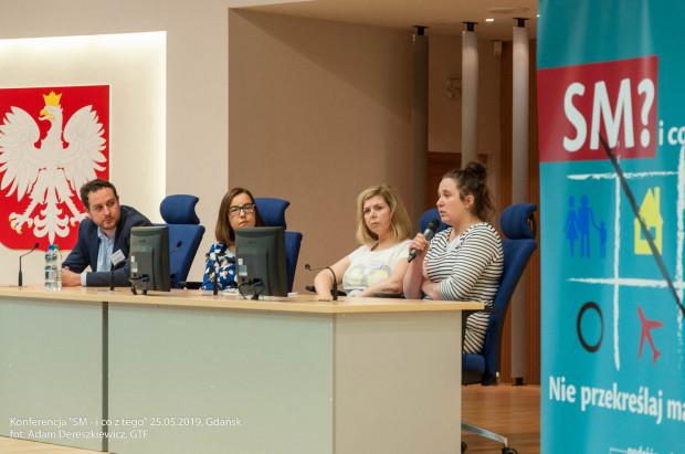 Uczestnicy panelu. Od lewej: Jakub Komendziński (psycholog, Uniwersyteckie Centrum Kliniczne Gdańsk), dr Anna Wojnarowska-Arendt (Szpital im. Mikołaja Kopernika w Gdańsku), Iwona Smulnik (pielęgniarka, Szpital Św. Wojciecha, Gdańsk), Katarzyna Grzesińska (fizjoterapeutka, AWFiS Gdańsk).