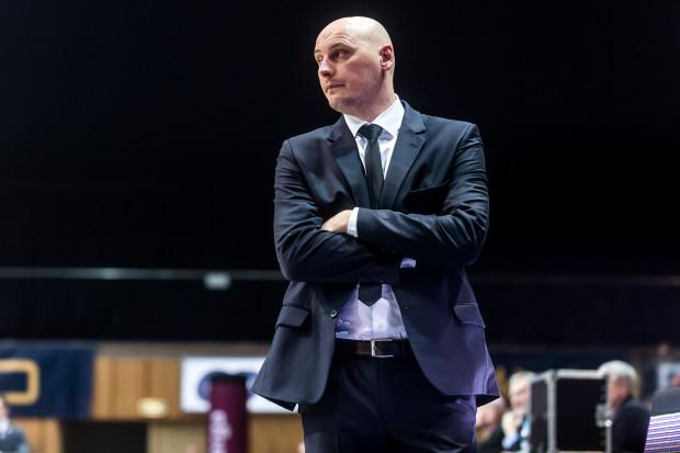 Przemysław Frasunkiewicz przyznał, że z każdym kolejnym meczem z Anwilem Włocławek w grze jego podopiecznych było coraz więcej błędów.