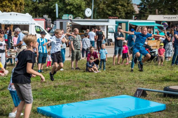 W ramach pikniku rodzinnego Street Food & Art Festival tym razem barobusy będą stały przez weekend przy Forum Gdańsk.