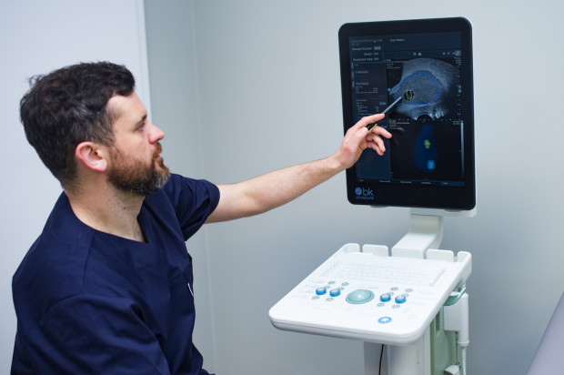 Jedną z najnowszych i najbardziej skutecznych metod diagnostycznych jest biopsja fuzyjna, którą w Trójmieście wykonuje obecnie jedynie dr Tomasz Drabarek (na zdj.).