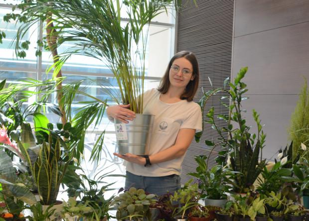"""""""Moja mama i moje babcie zawsze z wielką starannością dbały o swoje ogródki działkowe i mówiły mi, że rośliny odgrywają ogromną rolę w naszym życiu. W moim domu rodzinnym zawsze było dużo roślin."""""""