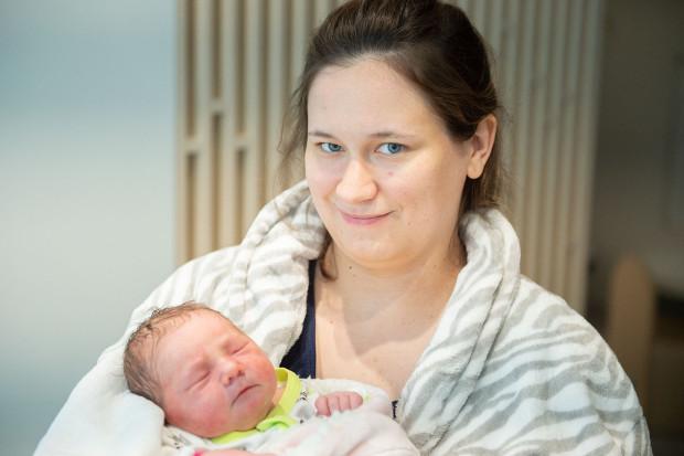Kornelia Harazińska urodziła się 30 maja w Uniwersyteckim Centrum Klinicznym w Gdańsku. Obie z mamą czują się dobrze i nie mogą doczekać spotkania w rodzinnym, 6- pokoleniowym gronie.