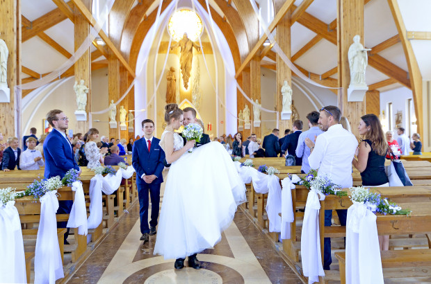 Ślub Pawła Cholewińskiego, stypendysty Trojmiasto.pl, w Parafii pod wezwaniem świętego Ojca Pio na gdańskim Ujeścisku.