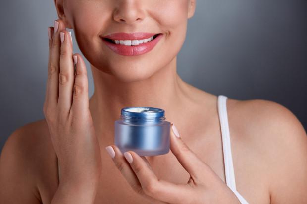 Wybierając kosmetyki warto decydować się na te, które zawierają koenzym Q.