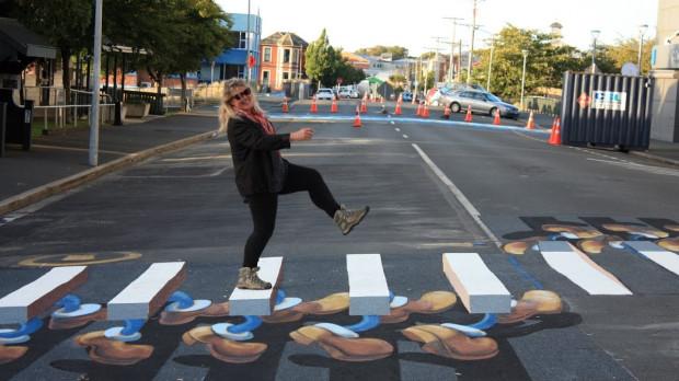Przejścia 3D powstały już w wielu miastach na świecie. Na zdjęciu nietypowa zebra w Dunedin City w Nowej Zelandii.