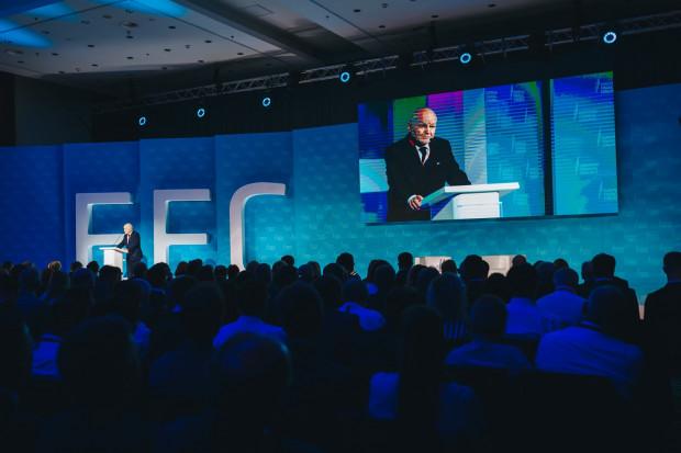Dziewiąta edycja kongresu poświęcona zbliżającemu się nieuchronnie spowolnieniu wzrostu gospodarczego oraz wyzwaniom i ryzykom, z którymi przyjdzie zmierzyć się sektorowi finansowemu i gospodarce. Na zdjęciu Jan Krzysztof Bielecki.