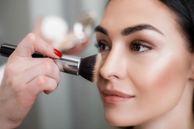 Najlepszym sposobem na poprawne określenie typu cery, jej kolorytu i innych znaków szczególnych jest przede wszystkim konsultacja kosmetologiczna w gabinecie.