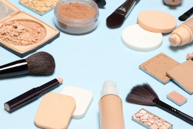 Przy wyborze kosmetyków kolorowych - szczególnie podkładu - powinniśmy kierować się kolorem skóry.