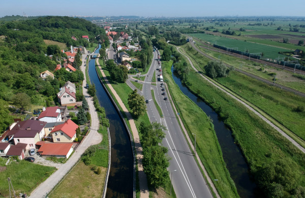 Dzielnica Święty Wojciech: po lewej kanał Raduni, po prawej Radunia