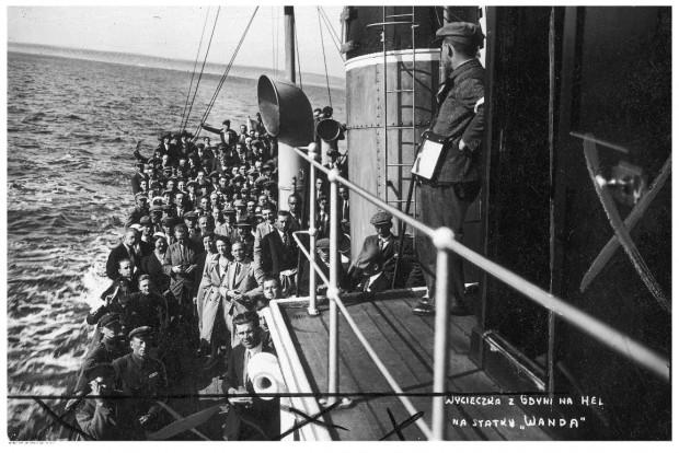 """Wycieczka statkiem turystycznym """"Wanda"""" z Gdyni na Hel."""