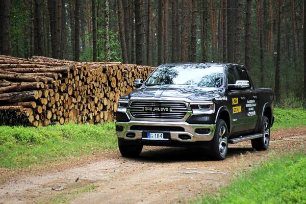 Dodge Ram to ikona pick-upów. Teraz dostępna jest także na polskim rynku. Cennik otwiera kwota niemal 320 tys. zł.