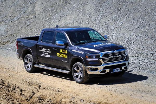 Dodge Ram oferowany jest w pięciu wersjach wyposażenia.