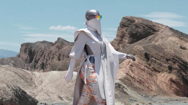 """""""Nierealne"""" stroje mają być odpowiedzią na masową produkcję ubrań."""