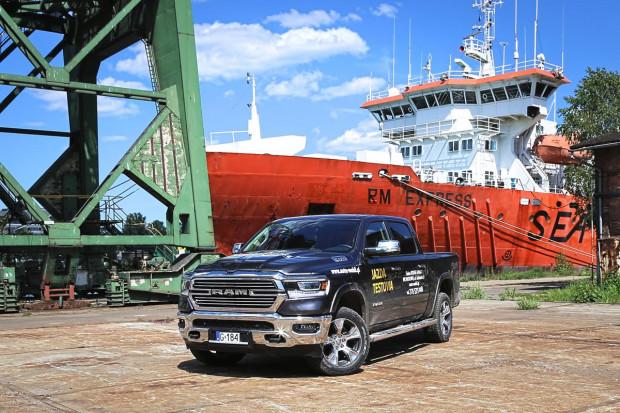 Rama 1500 napędza silnik HEMI o pojemności 5,7 litra.