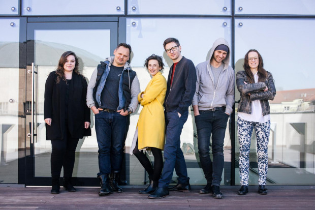 """Twórcy i realizatorzy """"Niezwyciężonego"""", którego oglądać będzie można latem na Scenie Letniej w Pruszczu Gdańskim i na Scenie Kameralnej Teatru Wybrzeże w Sopocie."""