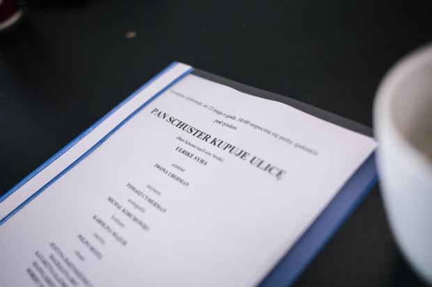 """Trwają też próby do spektaklu """"Pan Schuster kupuje ulicę"""" w reżyserii Tomasza Cymermana. Premiera 19 lipca w Starej Aptece."""