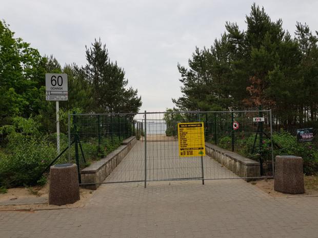 Wszystkie wejścia na plażę między Jelitkowem a Brzeźnem zostały zamknięte.