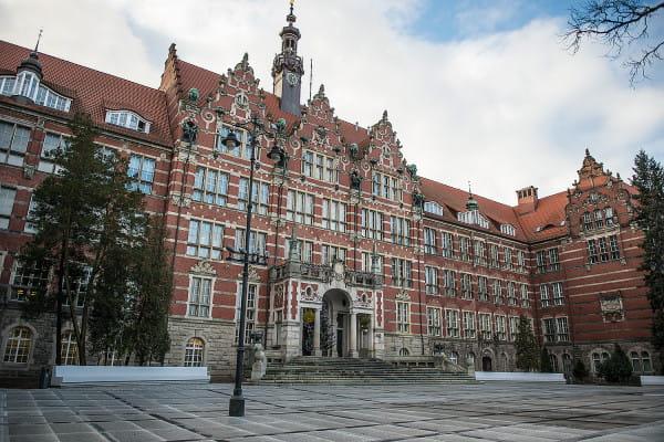 Dwudziesta edycja najbardziej prestiżowego rankingu akademickiego w Polsce przyniosła Politechnice Gdańskiej najwyższą pozycję w historii tego zestawienia. PG znalazła się na 7. miejscu, awansując o dwie pozycje od 2018 r., i podobnie jak w zeszłym roku zajęła czwarte miejsce wśród uczelni technicznych.