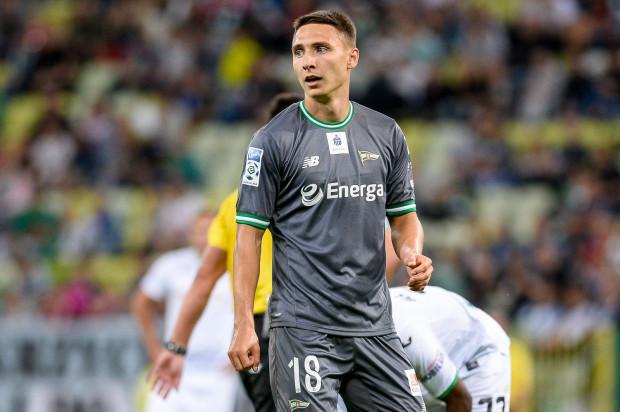 Przez kontuzję Jakub Araka ominął finał Pucharu Polski i mecze rundy finałowej w ekstraklasie. Teraz przegapi też udział w eliminacjach do Ligi Europy. Napastnik do gry wróci dopiero na jesień.