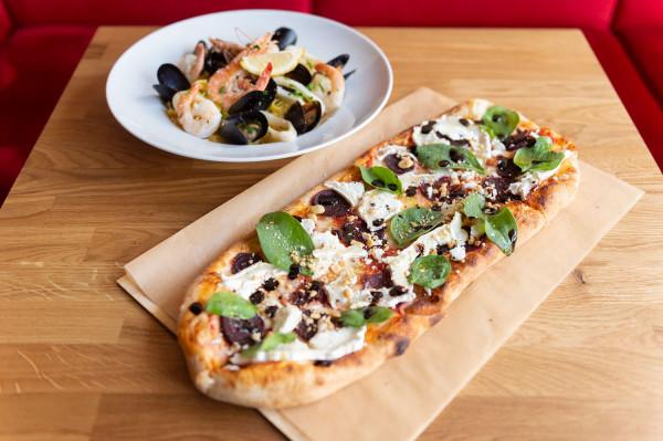 Bergamo to włoskie bistro w Gdyni. Zjemy tutaj m.in. pizzę na pszennym zakwasie, makarony i risotto.