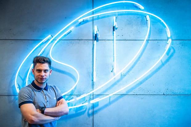 Krzysztof Lis to absolwent wydziału ETI na Politechnice Gdańskiej. Od sześciu lat związany z wytwarzaniem i walidacją oprogramowania embedded.