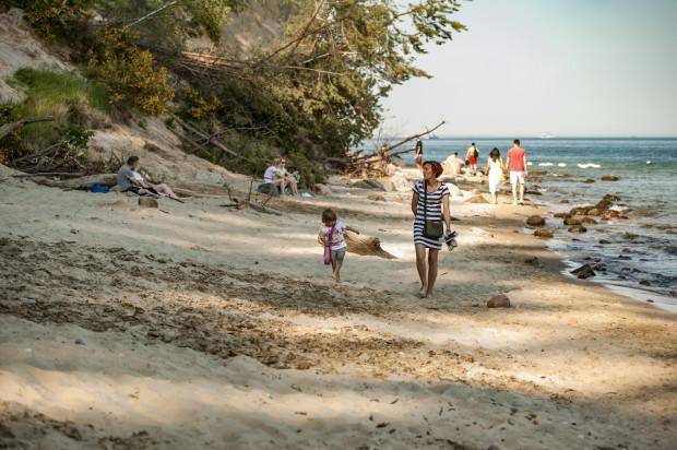 Trójmiejskie plaże zachęcają nie tylko do opalania, ale też rodzinnych spacerów