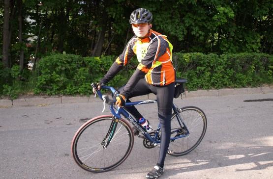 na zdjęciu: Krzysztof Kochanowicz [GR3miasto], pierwszy raz startuje na rowerze szosowym na dystansie 225 km