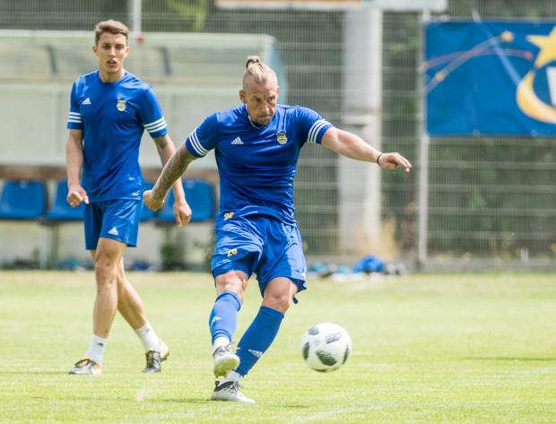 Adam Danch na pierwszy po urlopach treningu piłkarzy Arki Gdynia stawił się po przedłużeniu kontraktu.