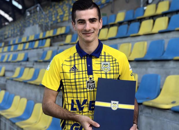 Kamil Anotnik w ubiegłym sezonie strzelił 5 bramek i zanotował 5 asyst w II lidze. W Arce Gdynia będzie występował na pozycji skrzydłowego.