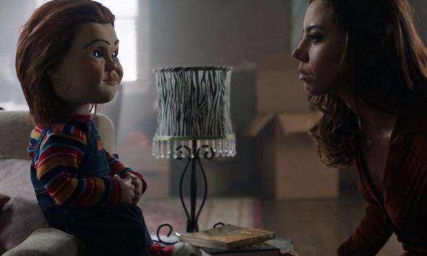 Buddi to humanoidalna lalka nowej generacji, która pozwala odciążyć domowników od codziennych obowiązków. Chucky jest jednak zabawką z potężnym defektem, który celowo wprowadził jeden z jej twórców. Lalce zdjęto wszelkie blokady bezpieczeństwa, a o jej morderczym instynkcie wkrótce przekonają się Karen i jej 12-letni syn, Andy.