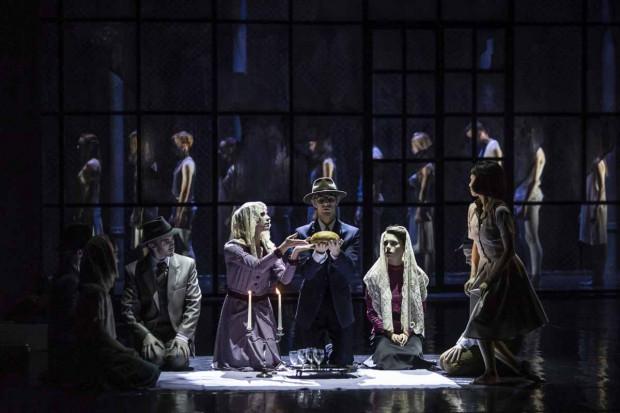 """Najważniejszą częścią spektaklu jest balet """"Anna Frank"""", przybliżający losy rodziny Franków spisane przez 13-letnią Anne."""