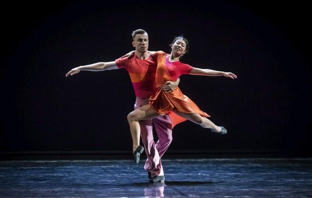 """...oraz suita z baletu """"Estancia"""" Alberto Ginastery z udanym duetem Sayaki Haruny-Kondrackiej i Bartosza Kondrackiego."""