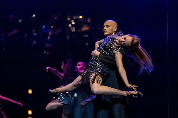 Oprócz strony wokalnej świetnie wypada również taneczna część przedsięwzięcia. Imponuje cały zespół, szczególnie Balet Teatru Muzycznego.