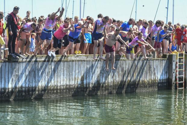 Akcja skok do morza przyniosła blisko 16 tysięcy złotych.