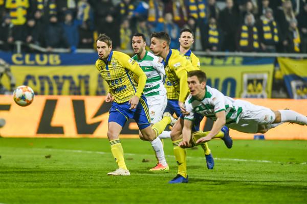 Piłkarze Arki Gdynia i Lechii Gdańsk mają możliwość wygrywania coraz większych pieniędzy dla swoich klubów. Za ostatni sezon wypłaty w gotówce w  Ekstraklasa SA osiągnęły 160 mln zł, a w przyszłym wyniosą co najmniej 225 mln zł.