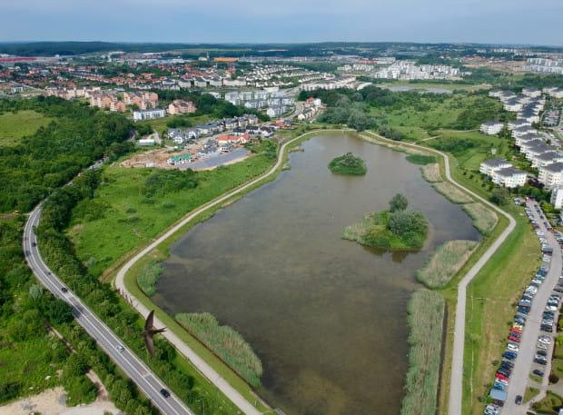Zbiornik Świętokrzyska 2 na potoku Oruńskim jest największym zbiornikiem retencyjnym w Gdańsku.