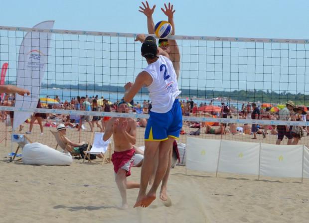 Wakacje to tradycyjnie czas gry w siatkówkę plażową. Boiska umieszczone są w Gdańsku, Sopocie i Gdyni.