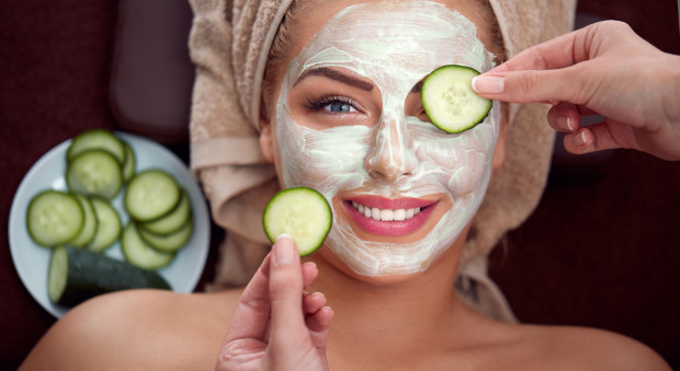Lato to czas, kiedy szczególnie warto zadbać o odpowiednie nawilżenie skóry.