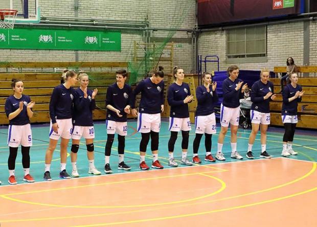 Koszykarki AZS UG w Miejskiej Hali Sportowej awansowały do Energa Basket Ligi Kobiet. Teraz nie mogą w niej grać ze względu na nawierzchnię. Komisja Ligi nie dopuściła jej do rozgrywek.